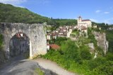 46 vallee du Lot, Saint Cirq Lapopie ( Plus beaux villages de France ) la porte de Rocamadour et le village perche