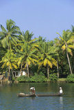 Inde - Asie - Kerala - Backwaters - Allepey - pres de Allepey pirogue sur les backwaters