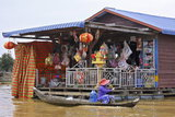 Cambodge, village lacustre de Chong Kneas sur le lac de Tonlé Sap, commerce